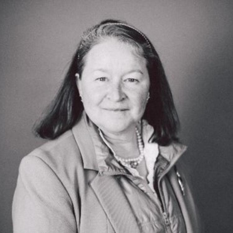 Dr.  Jennifer Medves