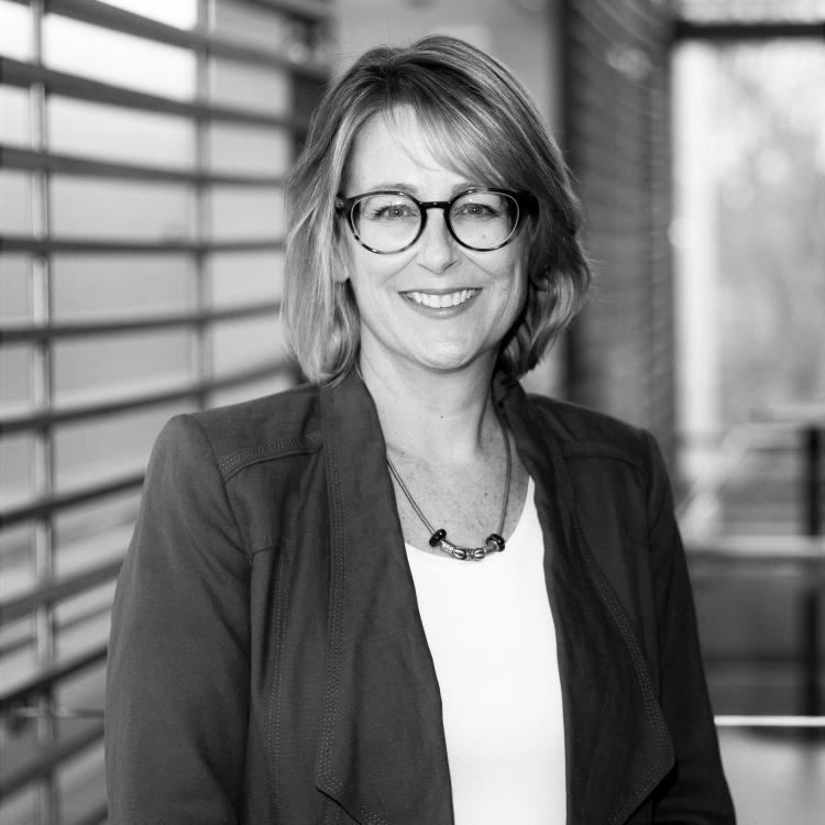 Dr.  Melanie Jaeger